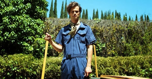 Suburban Gothic: Raymond with a shovel