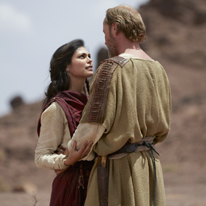 The Red Tent -MOW Pictured: Morena Baccarin as Rachel, Iain Glen as Jacob Shot on location in Morocco, May 2014 Courtesy of Showcase Canada