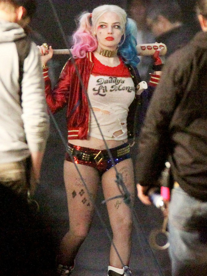 Margot-Robbie-Wears-Tiny-Shorts-To-Play-Harley-Quinn-In-Suicide-Squad-