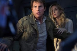 Tom Cruise and Annabelle Wallis.