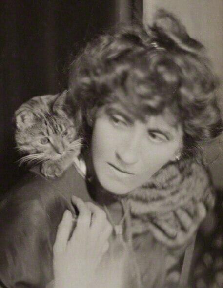 Photograph of Violet Hunt.
