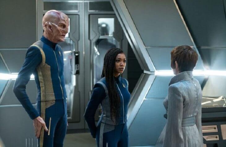 "Saru (Doug Jones) and Michael Burnham (Sonequa Martin-Green) meet the Vulcan President of Ni'Var, T'Rina (Tara Rosling) on the bridge of the Discovery in Star Trek Discovery's ""Unification III"" (S3, E7)"