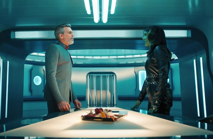 """Vance (Oded Fehr) and Osyraa (Janet Kidder) debate about the future of the Federation in Star Trek Discovery, S3E12, """"There Is A Tide..."""""""