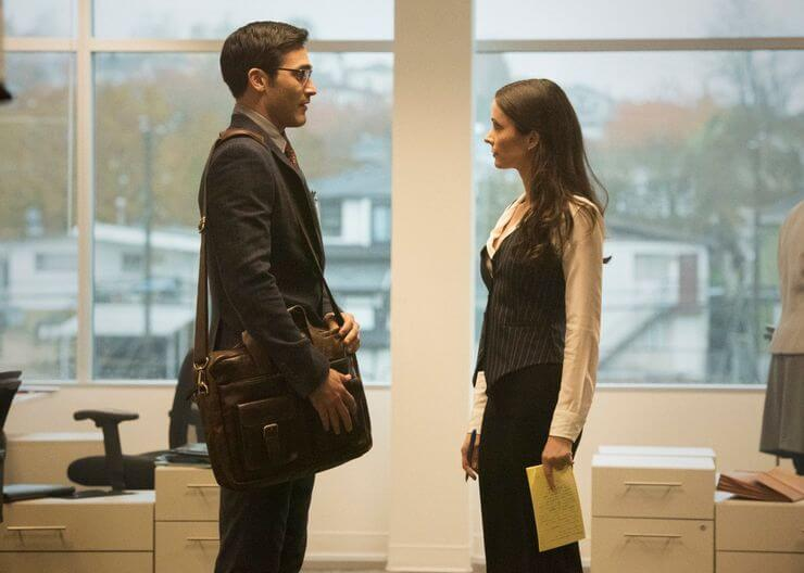 Clark Kent/Superman (Tyler Hoechlin) & Lois Lane (Elizabeth Tulloch) meet for the first time in the Daily Planet